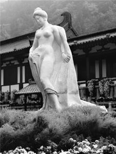 сон в кр Памятник Ян Гуйфэй в Сиане. До сих пор китаянки мечтают быть похожими на легендарную красавицу