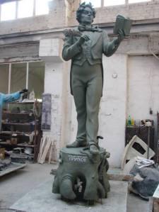 Памятник Козьме Пруткову у Архангельского литературного музея